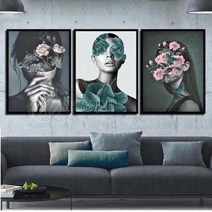 Cô gái và hoa