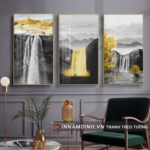 Phong cảnh thác nước vàng