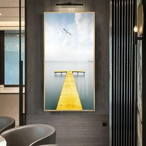 Tranh treo tường, cây cầu màu vàng trên biển