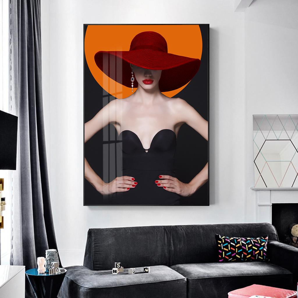 Tranh thời trang, cô gái quyến rũ đội mũ đỏ