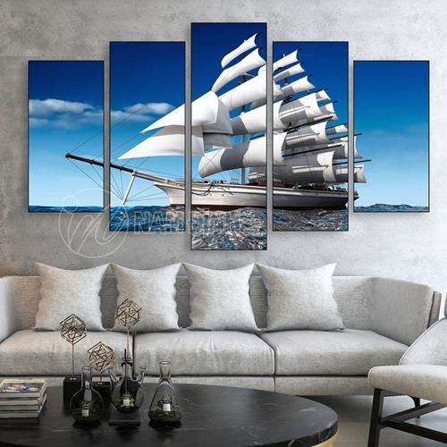 Thuyền buồm trên biển
