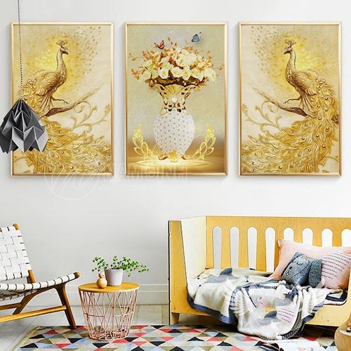 Chim công vàng