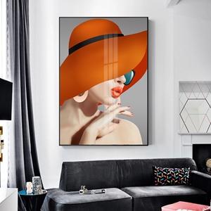 Tranh trang trí, shop quần áo cô gái đội mũ